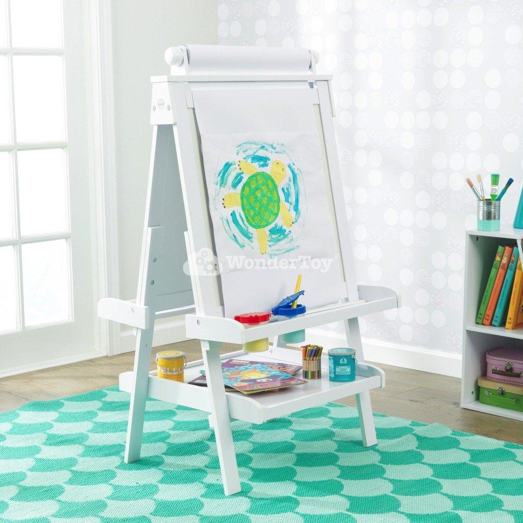 biała drewniana tablica do  rysowania od kidkraft